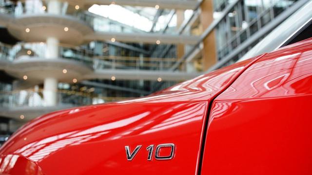 Lần đầu chiêm ngưỡng vẻ đẹp bằng xương, bằng thịt của siêu xe Audi R8 V10 Plus Spyder 2017 - Ảnh 6.