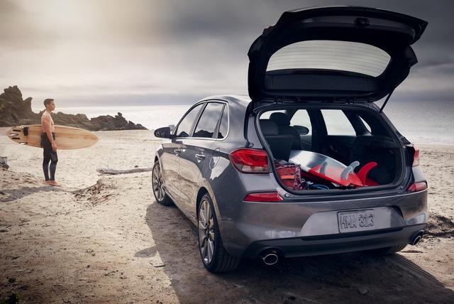 Xe gia đình với cốp siêu rộng Hyundai Elantra GT 2018 có giá tốt - Ảnh 2.