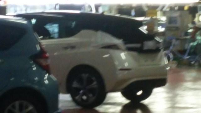 Nissan Leaf 2018 lộ diện trong nhà máy trước ngày ra mắt - Ảnh 2.