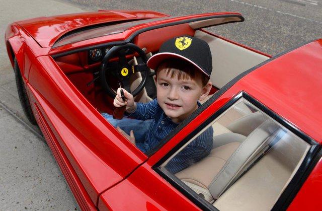 Diện kiến chiếc ô tô đồ chơi thuộc hàng đắt nhất thế giới, mang hình hài siêu xe Ferrari Testarossa - Ảnh 2.