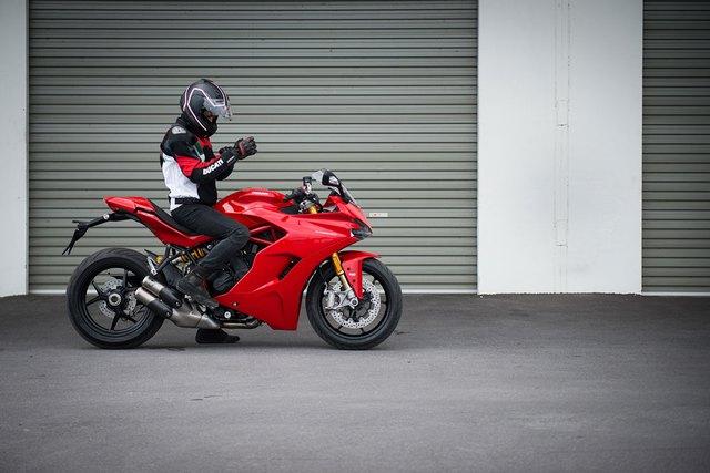 Mô tô thể thao Ducati SuperSport 2017 cập bến Đông Nam Á với giá 382 triệu Đồng - Ảnh 4.
