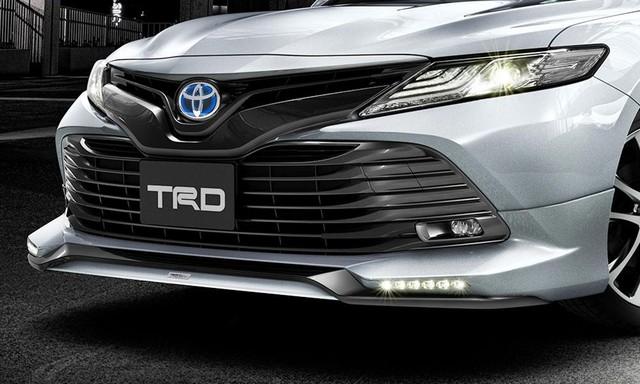 Chi tiết Toyota Camry 2018 phiên bản hầm hố hơn với gói phụ kiện TRD chính hãng - Ảnh 1.