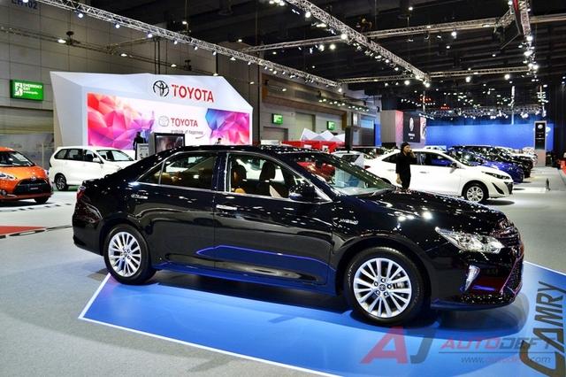 Toyota Camry 2017 được vén màn tại Đông Nam Á với trang bị tốt hơn - Ảnh 4.