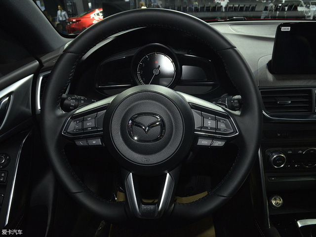 Crossover cỡ nhỏ khiến nhiều người phát thèm Mazda CX-4 có phiên bản nâng cấp - Ảnh 5.