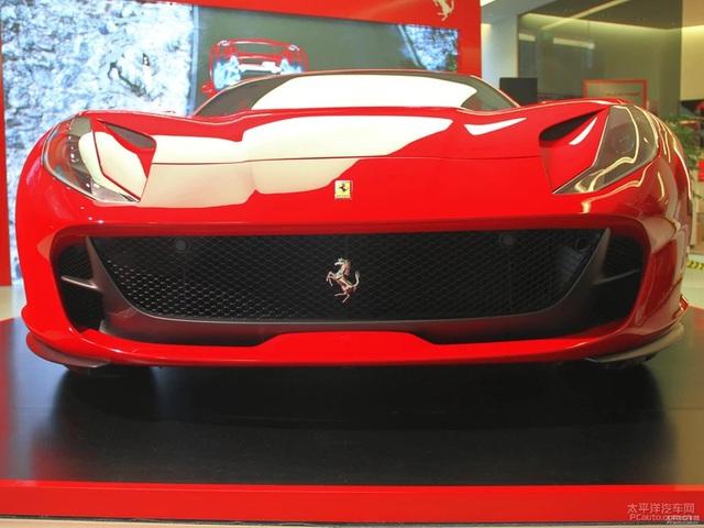 Siêu xe Ferrari 812 Superfast cập bến châu Á với giá 18,4 tỷ Đồng - Ảnh 5.