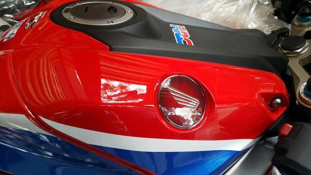 Siêu mô tô chỉ sản xuất đúng 500 chiếc Honda CBR1000RR SP2 2017 cập bến Việt Nam - Ảnh 4.