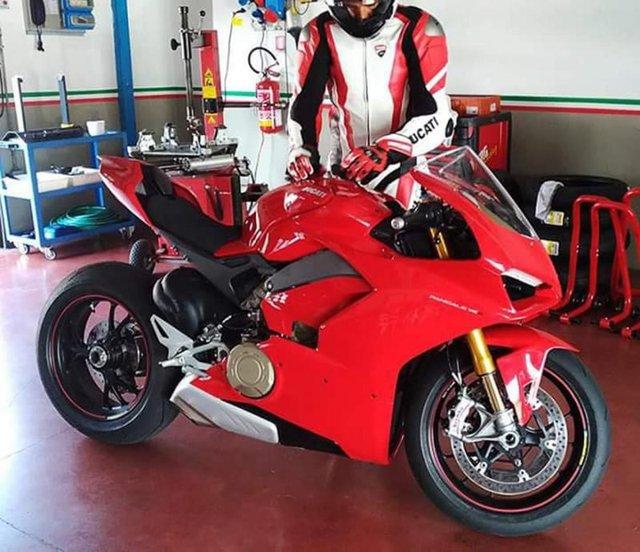 Xuất hiện hình ảnh được cho là của siêu mô tô Ducati V4 Panigale hoàn toàn mới - Ảnh 2.