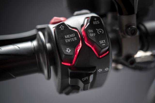 Ducati XDiavel 2018 đẹp mã hơn với màu sơn trắng mới - Ảnh 10.