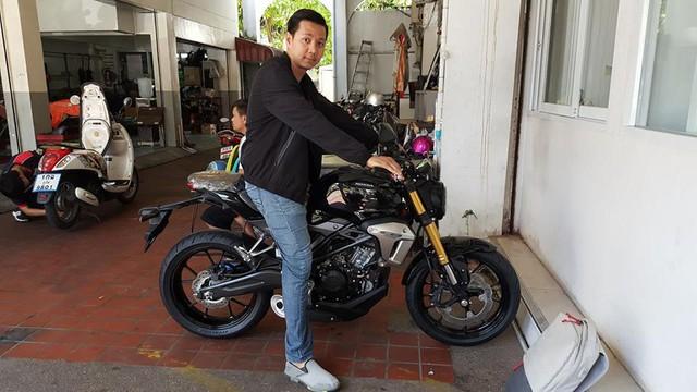 Naked bike khiến người Việt phát thèm Honda CB150R ExMotion đã xuất hiện tại đại lý - Ảnh 1.
