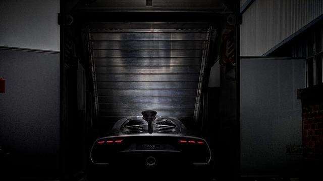 Hình ảnh nhìn từ phía sau của siêu xe Mercedes-AMG Project One gây sốt - Ảnh 1.