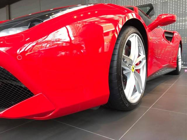 Ca sỹ Tuấn Hưng chịu chơi khi tậu siêu xe Ferrari 488 GTB đỏ rực - Ảnh 3.