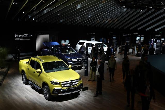 Mercedes-Benz mở bán SUV hạng sang X-Class tại triển lãm Frankfurt 2017 - Ảnh 1.