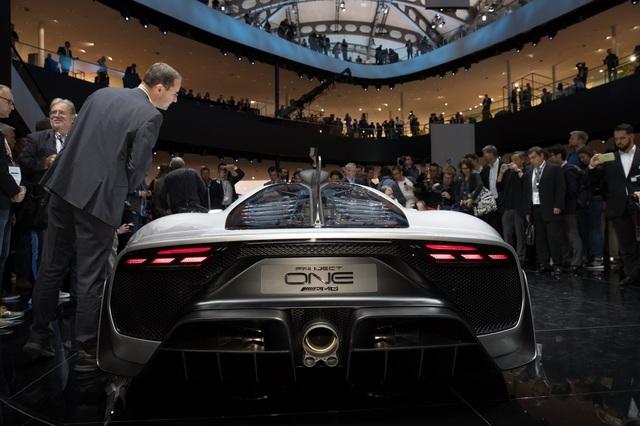 Vẻ đẹp xuất sắc của xe đua Công thức 1 đường phố Mercedes-AMG Project One ngoài đời thực - Ảnh 10.