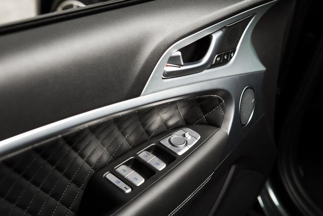 Sedan thể thao Genesis G70 chính thức trình làng, cạnh tranh BMW 3-Series và Mercedes-Benz C-Class - Ảnh 13.