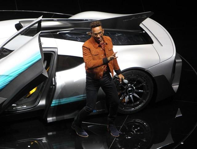 Tay đua Lewis Hamilton bỏ ra hơn 123 tỷ Đồng để mua 2 cực phẩm Mercedes-AMG Project One - Ảnh 2.