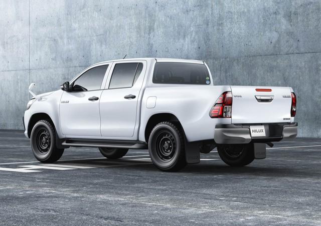 Xe bán tải Toyota Hilux quay trở về quê nhà Nhật Bản sau 13 năm vắng bóng - Ảnh 1.