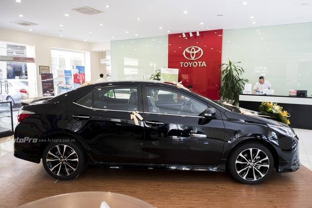 Đắt hơn 166 triệu Đồng so với Mazda3, Toyota Corolla Altis 2.0V Sport có gì để cạnh tranh? - Ảnh 6.