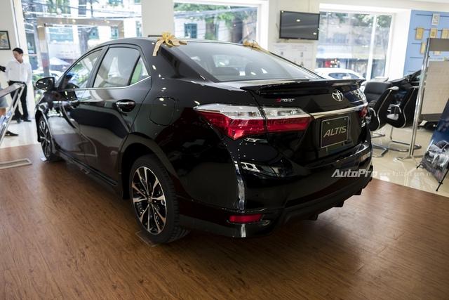 Đắt hơn 166 triệu Đồng so với Mazda3, Toyota Corolla Altis 2.0V Sport có gì để cạnh tranh? - Ảnh 8.