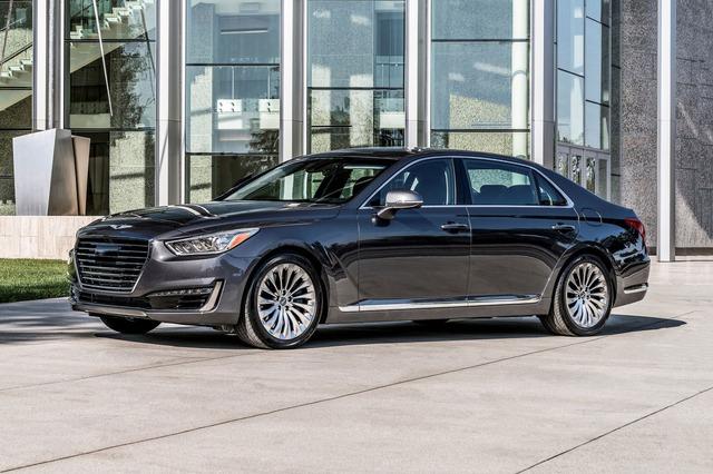 Sếp Hyundai chê BMW và Mercedes-Benz tập trung vào những công nghệ vô dụng - Ảnh 3.