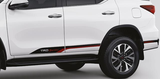 Toyota Fortuner TRD Sportivo 2017 tiếp tục ra mắt châu Á với giá cao hơn - Ảnh 3.