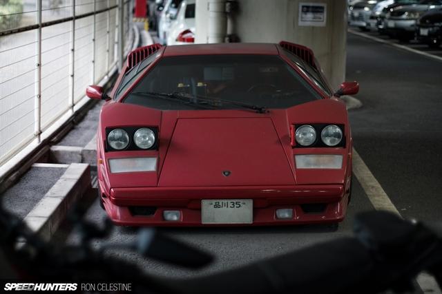 Siêu bò Lamborghini Countach bản đặc biệt mất 1 bánh và bị lãng quên trong bãi gửi xe - Ảnh 2.