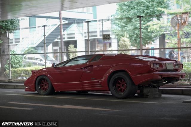 Siêu bò Lamborghini Countach bản đặc biệt mất 1 bánh và bị lãng quên trong bãi gửi xe - Ảnh 4.