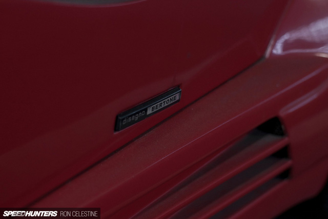 Siêu bò Lamborghini Countach bản đặc biệt mất 1 bánh và bị lãng quên trong bãi gửi xe - Ảnh 11.