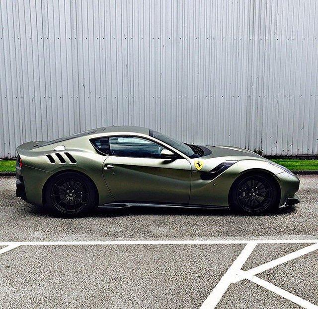 Làm quen với quái vật Ferrari F12tdf màu xanh lục nhám tuyệt đẹp - Ảnh 2.