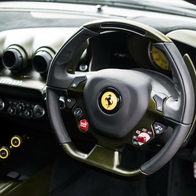 Làm quen với quái vật Ferrari F12tdf màu xanh lục nhám tuyệt đẹp - Ảnh 3.