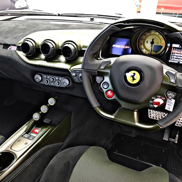 Làm quen với quái vật Ferrari F12tdf màu xanh lục nhám tuyệt đẹp - Ảnh 4.
