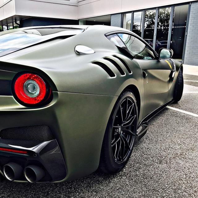 Làm quen với quái vật Ferrari F12tdf màu xanh lục nhám tuyệt đẹp - Ảnh 9.
