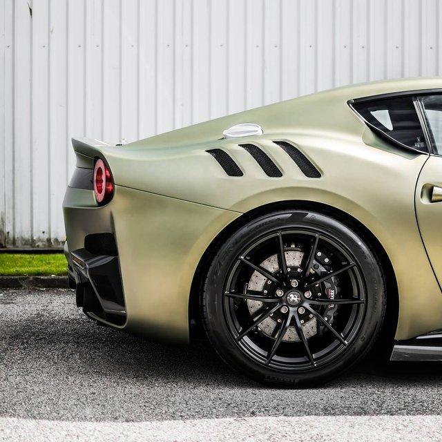 Làm quen với quái vật Ferrari F12tdf màu xanh lục nhám tuyệt đẹp - Ảnh 11.