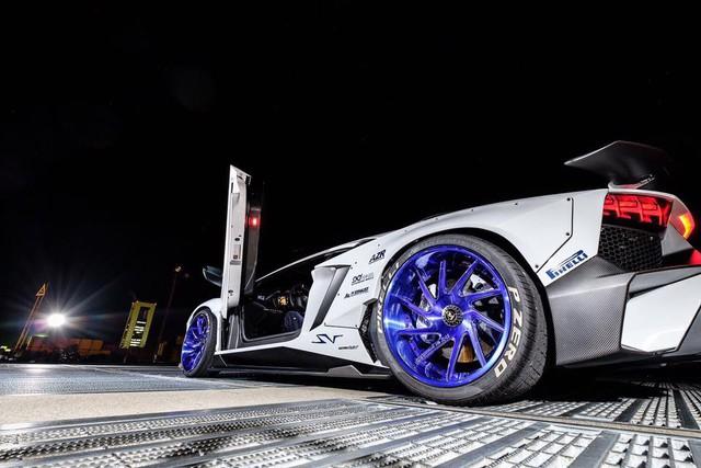 Gói độ thân rộng của Liberty Walk đưa Lamborghini Aventador SV lên một tầm cao mới - Ảnh 7.