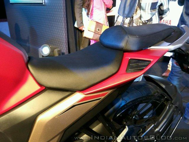 Mô tô dưới 50 triệu Đồng Yamaha Fazer 25 bắt đầu được bày bán - Ảnh 3.