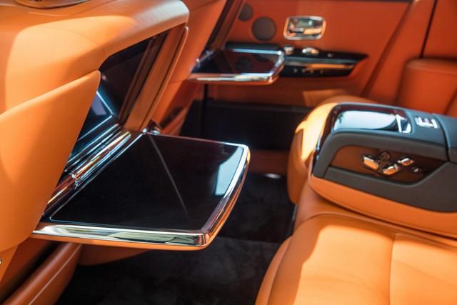 Xe siêu sang Rolls-Royce Phantom 2018 có giá khởi điểm lên gần 744.000 USD - Ảnh 12.