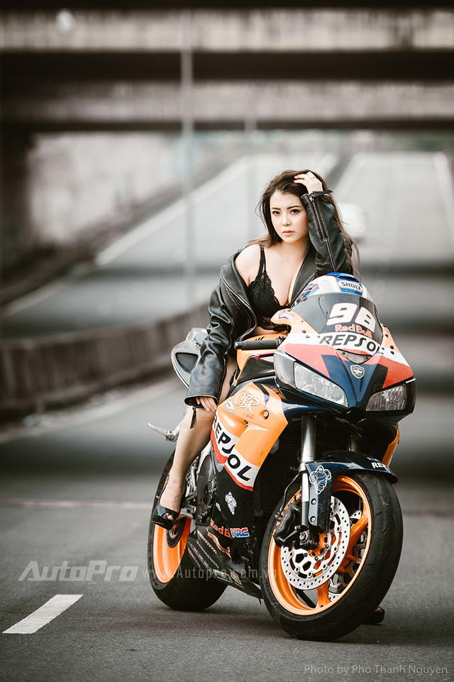 Cô nàng lả lơi bên Honda CBR600 - Ảnh 5.