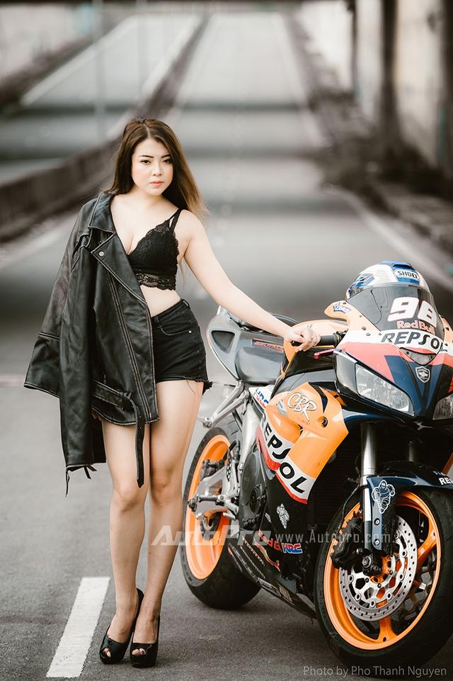 Cô nàng lả lơi bên Honda CBR600 - Ảnh 8.