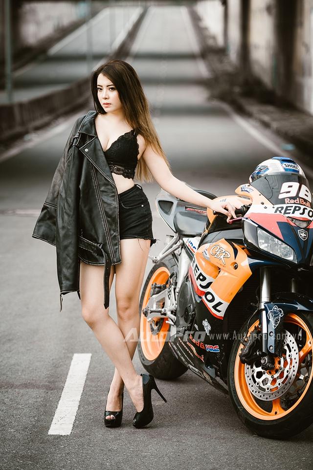 Cô nàng lả lơi bên Honda CBR600 - Ảnh 10.