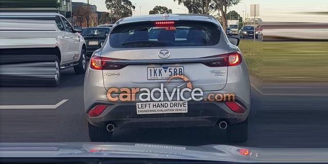 Crossover cỡ nhỏ khiến nhiều người phát thèm Mazda CX-4 bất ngờ xuất ngoại - Ảnh 1.