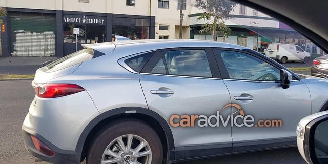Crossover cỡ nhỏ khiến nhiều người phát thèm Mazda CX-4 bất ngờ xuất ngoại - Ảnh 3.