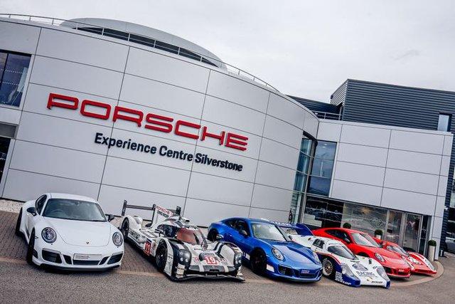 911 GTS British Legends Edition - Xe tôn vinh những chiến thắng lịch sử của Porsche - Ảnh 2.