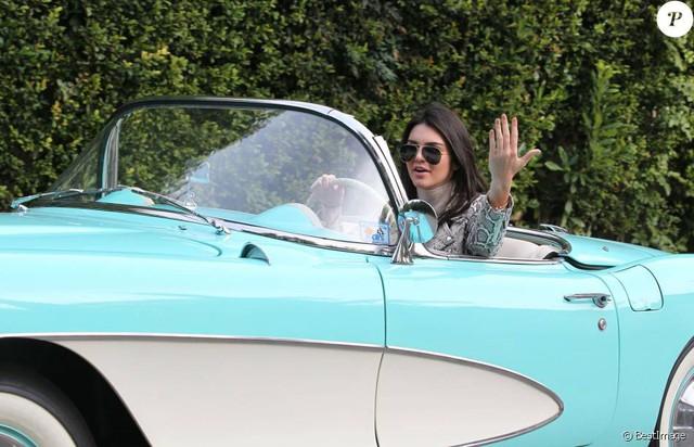Từng được tặng Range Rover và Rolls-Royce nhưng em gái cô Kim siêu vòng ba lại gắn bó với chiếc Chevrolet cổ - Ảnh 8.
