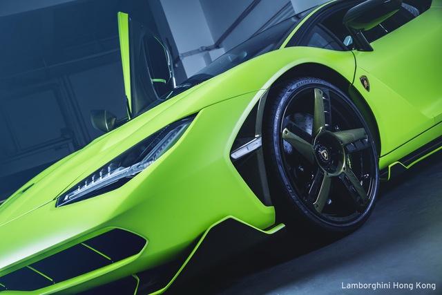 Mãn nhãn với Lamborghini Centenario màu xanh cốm nhám tuyệt đẹp của đại gia châu Á - Ảnh 3.