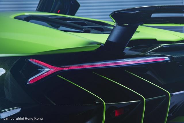 Mãn nhãn với Lamborghini Centenario màu xanh cốm nhám tuyệt đẹp của đại gia châu Á - Ảnh 6.