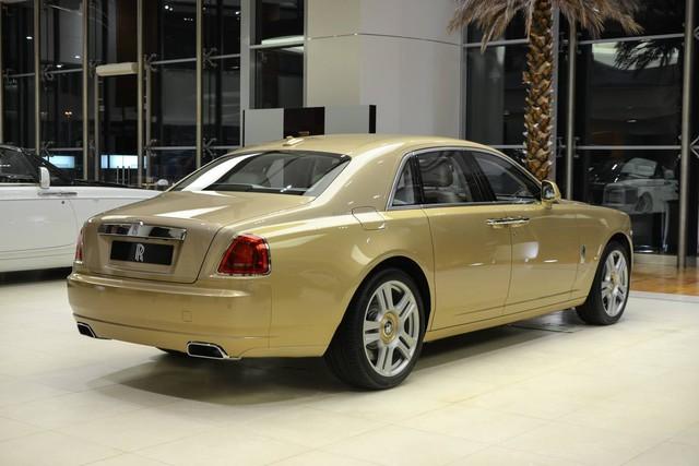 Cận cảnh xe siêu sang Rolls-Royce Ghost mang cảm hứng ốc đảo trên sa mạc - Ảnh 3.