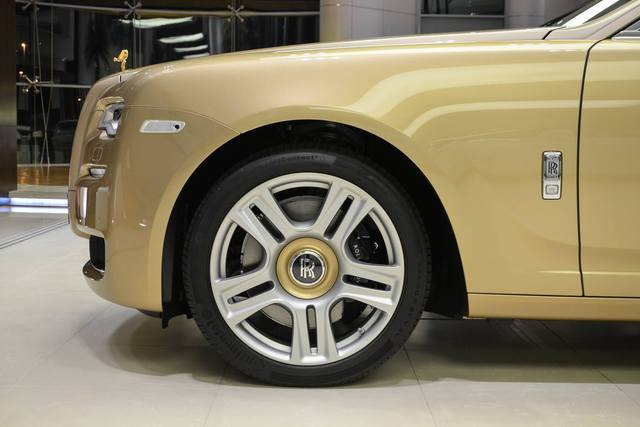 Cận cảnh xe siêu sang Rolls-Royce Ghost mang cảm hứng ốc đảo trên sa mạc - Ảnh 5.