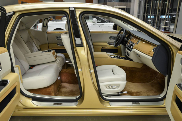 Cận cảnh xe siêu sang Rolls-Royce Ghost mang cảm hứng ốc đảo trên sa mạc - Ảnh 7.
