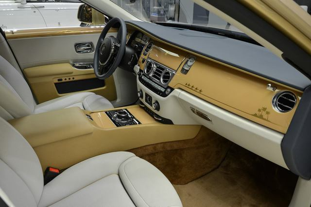 Cận cảnh xe siêu sang Rolls-Royce Ghost mang cảm hứng ốc đảo trên sa mạc - Ảnh 9.