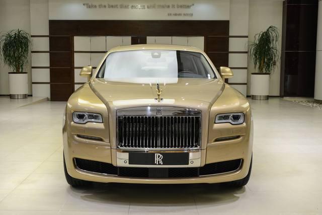 Cận cảnh xe siêu sang Rolls-Royce Ghost mang cảm hứng ốc đảo trên sa mạc - Ảnh 12.