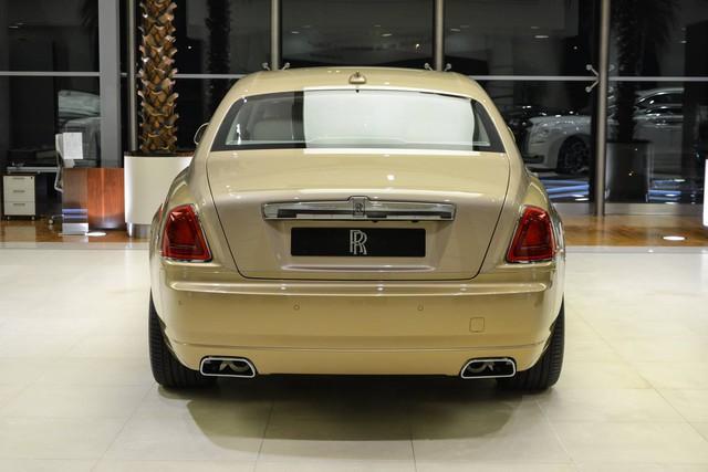 Cận cảnh xe siêu sang Rolls-Royce Ghost mang cảm hứng ốc đảo trên sa mạc - Ảnh 13.